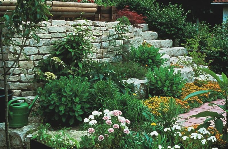 Neue wege natursteine im garten - Wege im garten ...